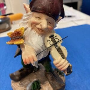 Enjoy this giftware violin player